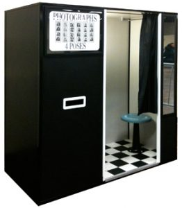 Black & White Photo Booth - Vintage Photo Booths
