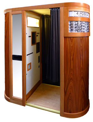Grand Classic Photo Booth - Vintage Photo Booths