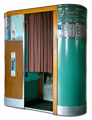 Model 11 Black & White Photo Booth - Vintage Photo Booths