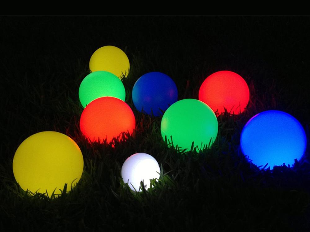 Bocce balls with attractive LED illumination